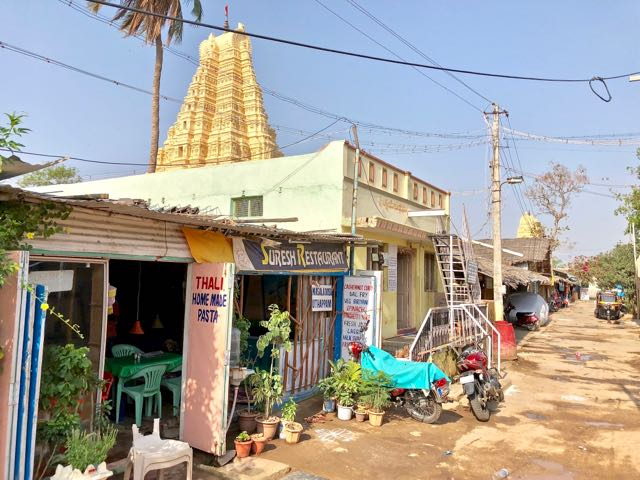 where to stay in hampi