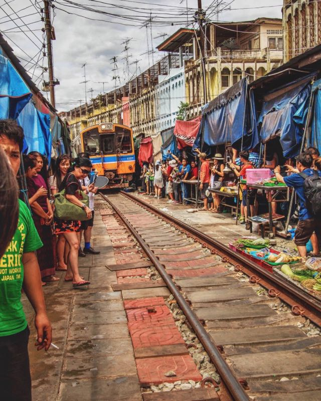 what to do in thailand railway market