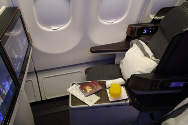 review flying qatar airways